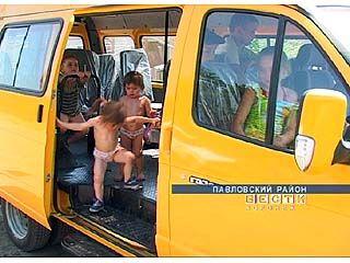 """Многодетная семья из Павловска получили в подарок микроавтобус """"Газель"""""""