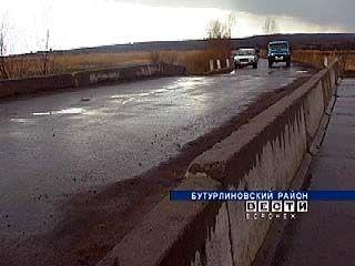 Мост в поселке Зеленый Гай в любой момент может обрушиться