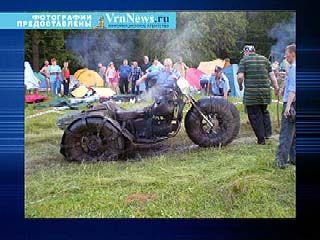 Мужчина въехал на вездеходе на фестивальную поляну в Рамони