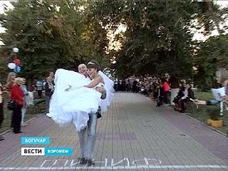 Мужья несли своих жён на руках - в Богучаре прошёл необычный чемпионат
