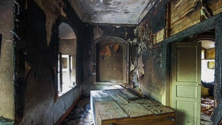 В сети опубликовали фото после пожара в самом старом жилом доме-памятнике Воронежа