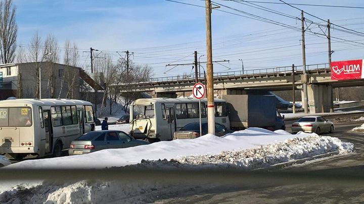 В массовом ДТП с 2 «ПАЗами» в Воронеже пострадали 6 пассажиров