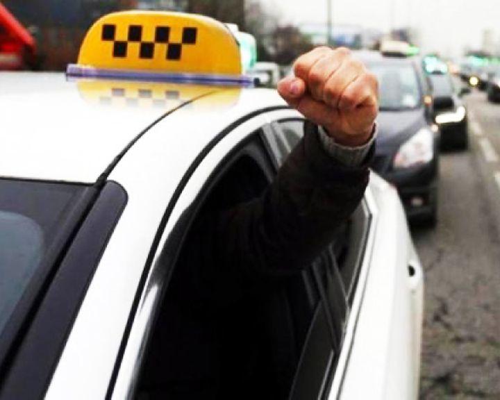 Озверевший таксист в центре Воронежа избил пассажирку