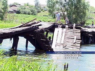 На берегу Хопра паводком снесло старый деревянный мост