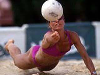 На боровском пляже встретились волейболисты