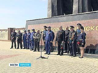 На Чижовском плацдарме воронежские школьники и кадеты встретили участников автопробега