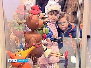 На Кирова открылась выставка художника-кукольника Александра Ечеина