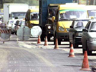 На Ленинском проспекте ведется ремонт дорожного покрытия