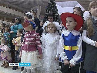 На ёлку во Дворец Детей в этом году пригласили 300 юных горожан