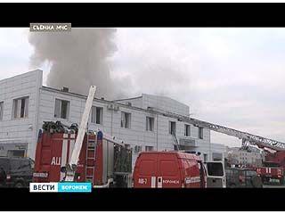 На одном из воронежских автосалонов произошёл пожар