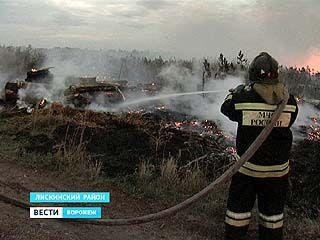 На окраине Лисок загорелась свалка мусора