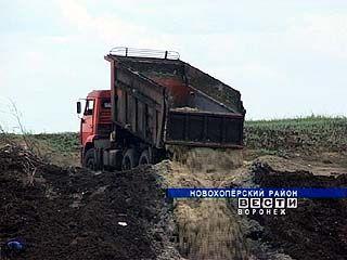 На окраине поселка Елань-Коленовский сахарный завод устроил свалку