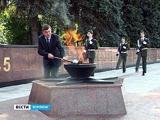 На Памятник Славы вернулся вечный огонь