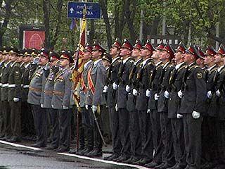 На площади Ленина прошел праздничный парад
