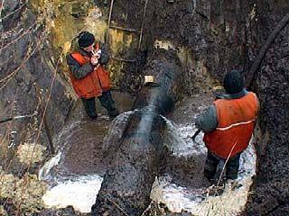 На площади Застава лопнула водопроводная линия диаметром 600 мм