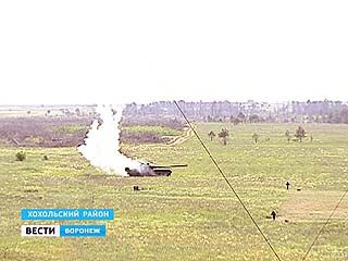 На полигоне Погоново после бомбометаний с воздуха уцелел только надувной танк