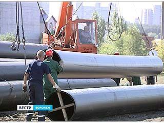 На улице Антонова-Овсеенко завершается сварка труб нового водовода