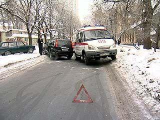 """На улице Революции 1905 года в аварию попала """"скорая"""""""