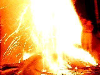 На улице Волгоградской горит автомобильная резина