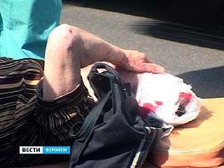 На улице Ворошилова под колёса маршрутки попала пожилая женщина