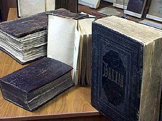 На выставке в Музее книги ВГУ представлена библия 16 века