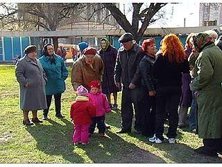 Несколько десятков воронежцев митинговали против застройки сквера