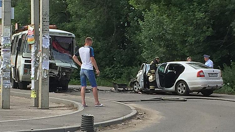 В ДТП с маршруткой под Воронежем пострадали 6 человек