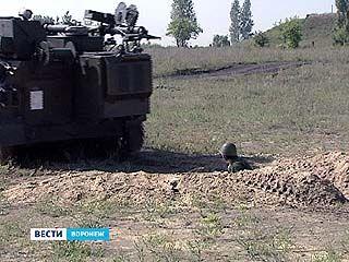 """""""Обкатку танками"""" проходили женщины-военнослужащие"""