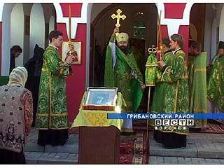 Обретение мощей Серафима Саровского отметили православные верующие