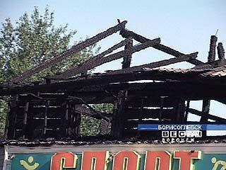 Огонь уничтожил парикмахерскую и магазин спорттоваров