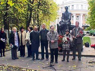 """Памятник великому поэту Ивану Бунину """"получил"""" паспорт"""