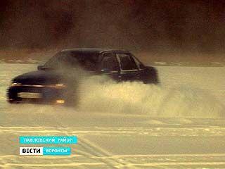 Павловские любители экстремального вождения устраивают гонки на льду