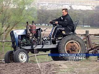 Павловский дачник сотворил чудо-трактор