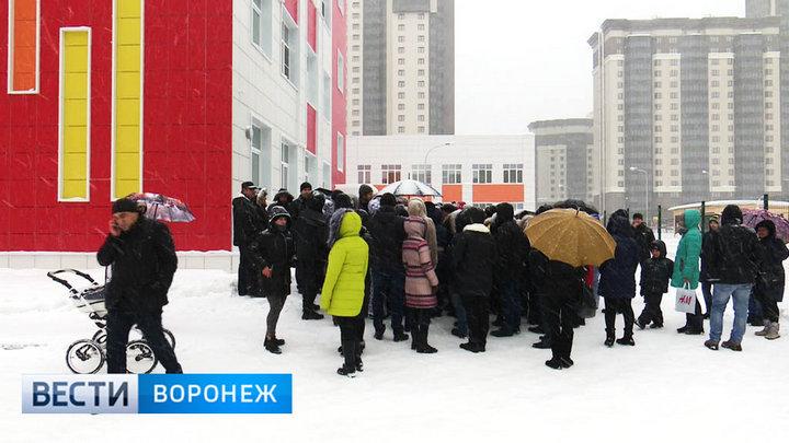 Школа №102 в Воронеже в первый день приёма заявок перевыполнила план по набору первоклашек