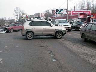 Перекресток в районе Авторынка не дает водителям выехать на окружную