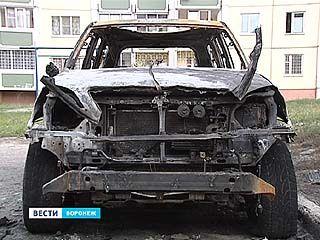 Почему в Воронеже горят автомобили - версии преступлений