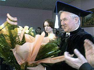 Почетный доктор Кулаков держал ответ перед студентами