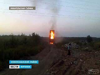 Под Воронежем чудом не сгорел грузовик с мусором