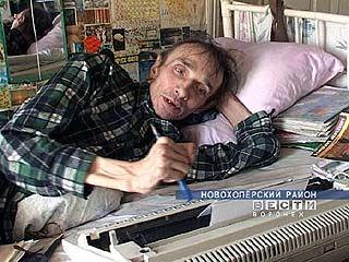 Поэт из Елань Колено 35 лет прикован к постели