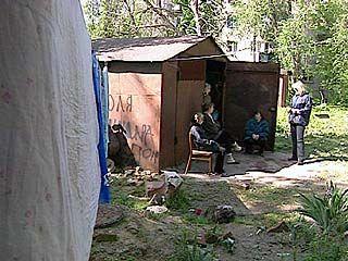 Погорельцы вынуждены третью неделю жить в гараже