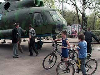 Пограничный вертолет-ветеран МИ-8 собран и покрашен