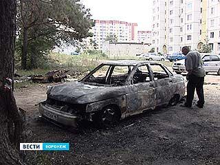После короткого перерыва в Воронеже снова горят машины