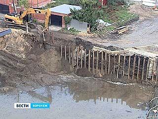 После затяжных дождей склон у Чернавского моста снова поплыл