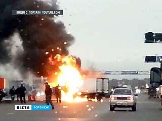 Пожар на окружной: напротив заправки столкнулись Газель и машина коммунальных служб