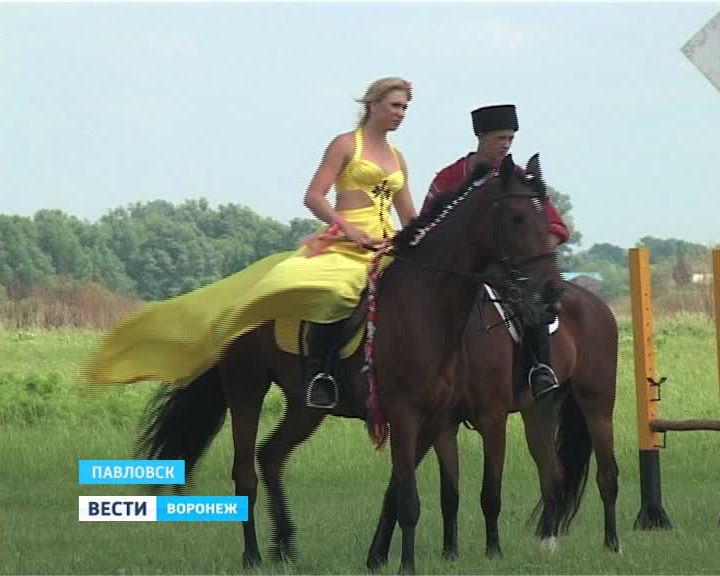 Праздничные соревнования в День защиты детей - от конно-спортивной школы в Павловске