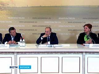 Премьер-министр обсудил с губернатором Алексеем Гордеевым ситуацию в регионе