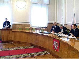 Профсоюзы, работодатели и областные власти подписали соглашение