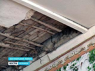 Прокуратура заставляет администрацию Богучарского района привести в порядок школу в селе Радченское