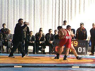 Прошел турнир по греко-римской борьбе памяти Виктора Ловцова