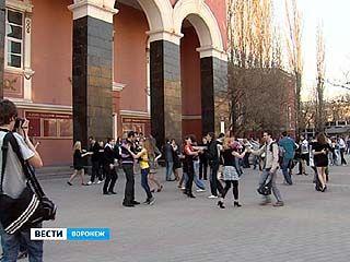 Проспект возле Дома офицеров превратился в огромный танцпол